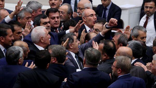 Meclis'te kavga - Sputnik Türkiye