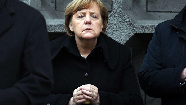Berlin'deki Noel pazarına TIR'lı saldırının birinci yıldönümünde Angela Merkel - Sputnik Türkiye