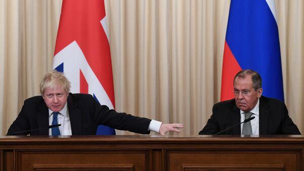 İngiltere Dışişleri Bakanı Boris Johnson ile Rus mevkidaşı Sergey Lavrov - Sputnik Türkiye