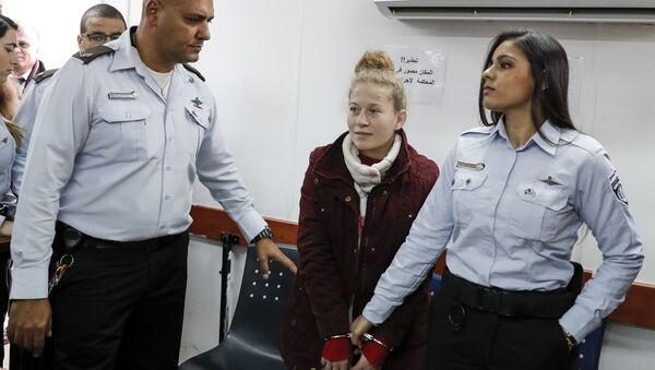 'Filistin'in cesur kızı' lakabıyla tanınan 16 yaşındaki Ahed Tamimi - Sputnik Türkiye