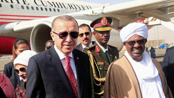 Cumhurbaşkanı Recep Tayyip Erdoğan ve Sudan Devlet Başkanı Ömer Beşir - Sputnik Türkiye