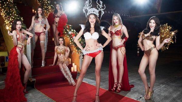 Vietnamlı Viejet Air havayolları, 2018 için birbirinden güzel ve seksi kadınların bikinili fotoğraflarının yer aldığı bir takvim hazırladı. - Sputnik Türkiye