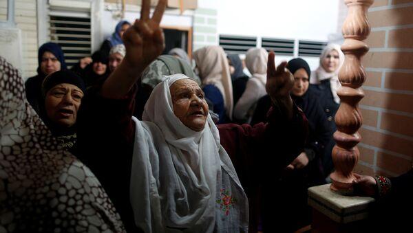 Gazze'de öldürülen Cemal Mesleh'in cenazesinde yakınları - Sputnik Türkiye