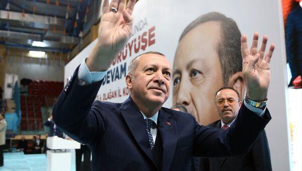 Cumhurbaşkanı ve AK Parti Genel Başkanı Recep Tayyip Erdoğan, partisinin Düzce 6. Olağan İl Kongresine katıldı. Cumhurbaşkanı Erdoğan, programda konuşma yaptı. - Sputnik Türkiye