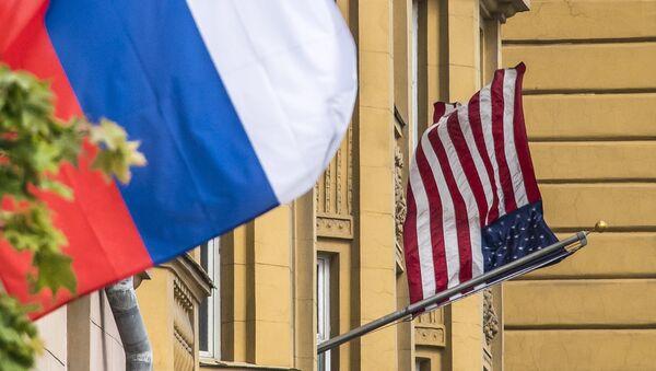 Rusya ve ABD bayrakları - Sputnik Türkiye