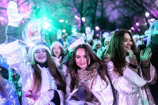 Moskova'daki Kar kızları yürüyüşünden bir kare - Sputnik Türkiye