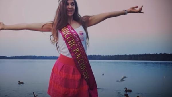 Rusya'nın en seksi büyükannesi görenleri hayran bırakıyor (Video Haber) - Sputnik Türkiye