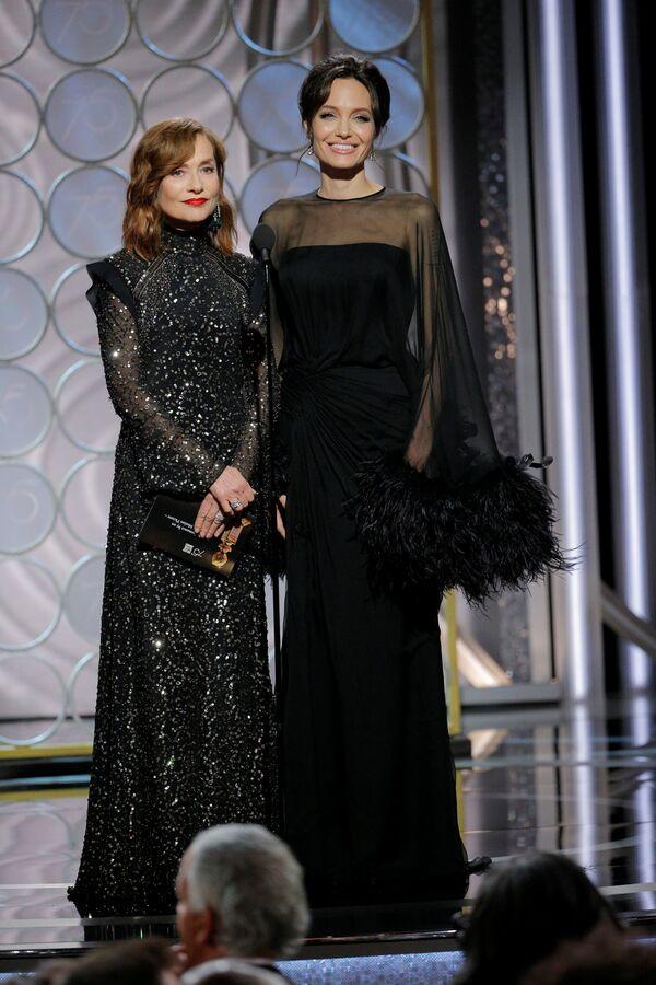 75. Altın Küre Ödülleri gecesinde Angelina Jolie - Sputnik Türkiye