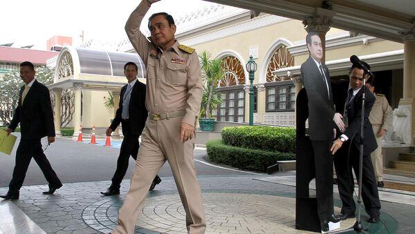 Tayland Başbakanı Prayut Çan-oça ve karton maketi - Sputnik Türkiye