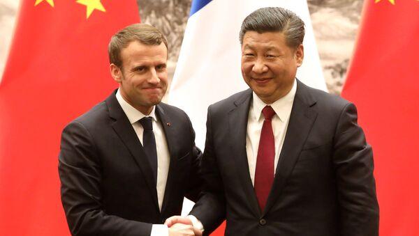 Fransa Cumhurbaşkanı Emmanuel Macron ile Çin Devlet Başkanı Şi Cinping - Sputnik Türkiye
