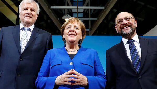 Almanya Başbakanı Angela Merkel, SPD lideri Martin Schulz ve CSU lideri Horst Seehofe - Sputnik Türkiye