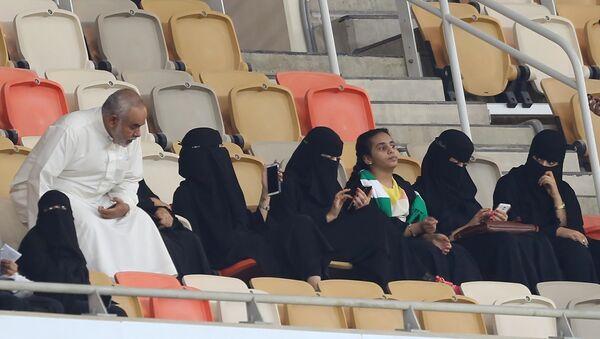 Suudi Arabistan kadınlara stadyumlara girme hakkı tanıdı - Sputnik Türkiye