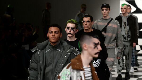 Moda erkek modeller Liam Hodges show - Sputnik Türkiye