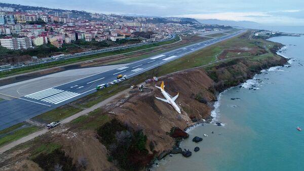 Trabzon'da pistten çıkan Pegasus uçağı - Sputnik Türkiye