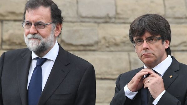 Mariano Rajoy Carles Puigdemont Barcelona - Sputnik Türkiye