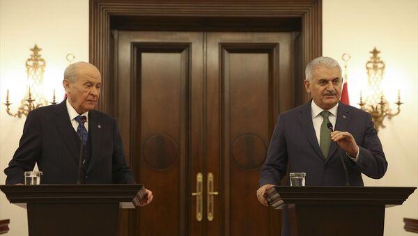 MHP Genel Başkanı Devlet Bahçeli ile Başbakan Binali Yıldırım - Sputnik Türkiye