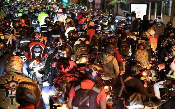 Kolombiya'da motosiklet sürücülerinden protesto - Sputnik Türkiye