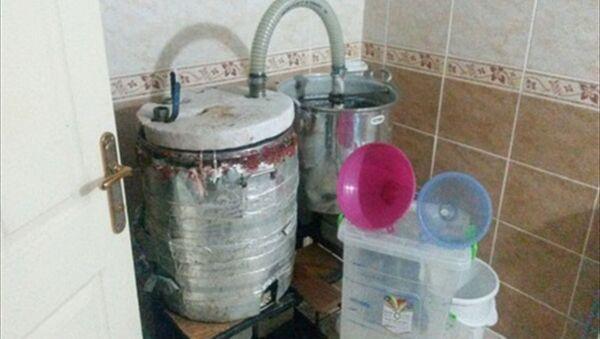 Banyoda kaçak içki üreten emekli öğretim görevlisine operasyon - Sputnik Türkiye