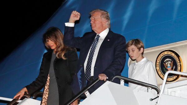 ABD Başkanı Donald Trump- First Lady Melania Trump- Oğulları Barron Trump - Sputnik Türkiye