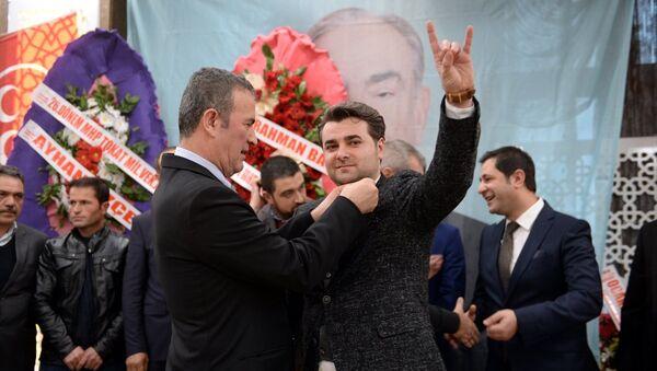 Tokat'ta bir otelde MHP'ye katılan bin üyeye rozet takma töreni düzenlendi. - Sputnik Türkiye