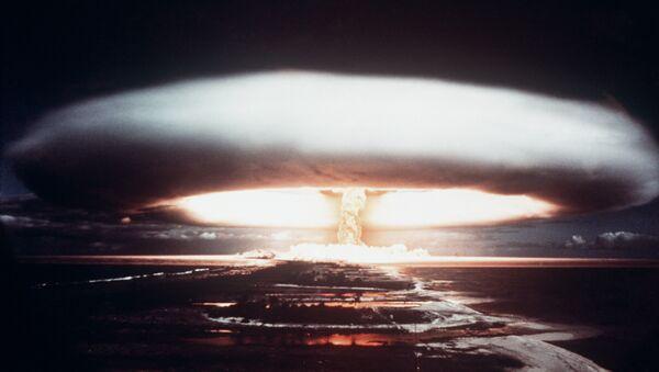 Picture taken in 1971, showing a nuclear explosion in Mururoa atoll - Sputnik Türkiye