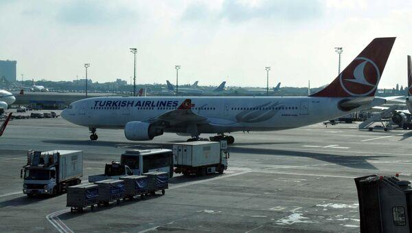 THY'nin kabin basıncı düşen İstanbul-Moskova uçağı geri döndü - Sputnik Türkiye