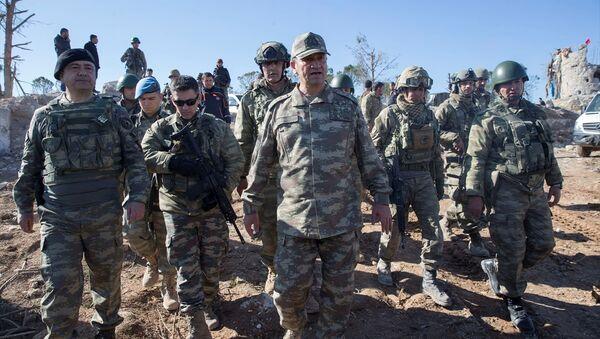 İkinci Ordu Komutanı Korgeneral İsmail Metin Temel, Burseya Dağı'nda - Sputnik Türkiye