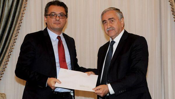 Kuzey Kıbrıs lideri Mustafa Akıncı, Cumhuriyetçi Türk Partisi (CTP) Genel Başkanı Tufan Erhürman'ı hükümeti kurmakla görevlendirdi. - Sputnik Türkiye