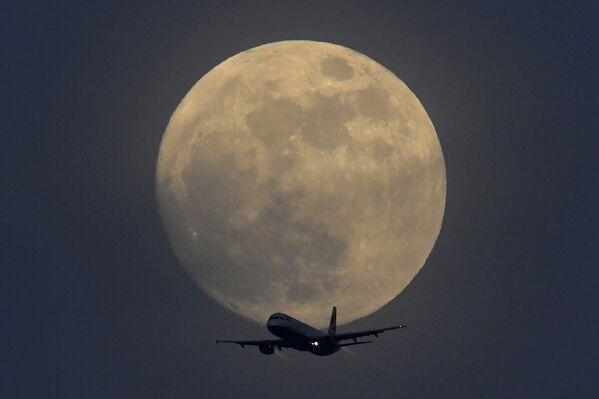 Londra'da Süper Kanlı Mavi Ay Tutulması - Sputnik Türkiye