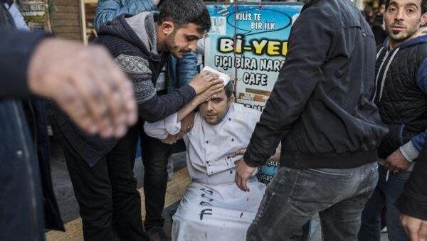 Kilis'te kent merkezinde bulunan tarihi handa yer alan restorana isbat eden roket patladı. - Sputnik Türkiye