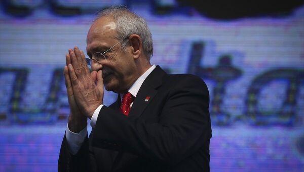 Kemal Kılıçdaroğlu, yeniden CHP Genel Başkanı seçilmesinin ardından delegelere teşekkür etti. - Sputnik Türkiye