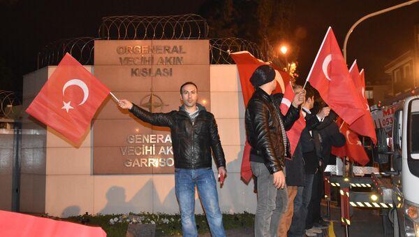 İzmir'deki NATO kışlası önünde protesto - Sputnik Türkiye