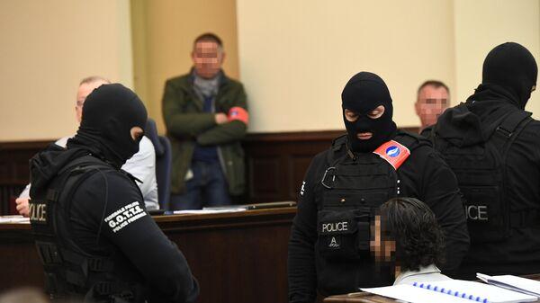 Salah Abdeslam Kasım 2015 Paris saldırıları zanlısı Bürksel'de mahkemede - Sputnik Türkiye