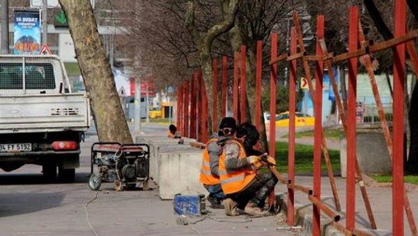 Maçka Parkı'nın bir bölümü daha bariyerlerle kapatılıyor - Sputnik Türkiye