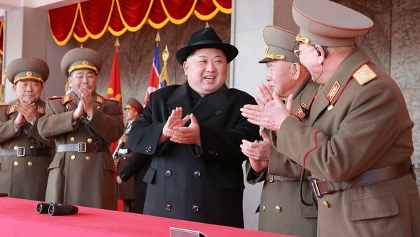 Kuzey Kore lideri Kim Jong-un, Pyeongchang Kış Olimpiyatları öncesi düzenlenen ordunun 70. kuruluş yıl dönümü kutlamasında - Sputnik Türkiye