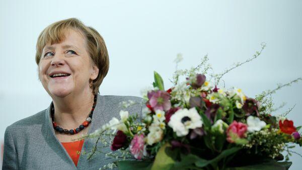Angela Merkel çiçek - Sputnik Türkiye