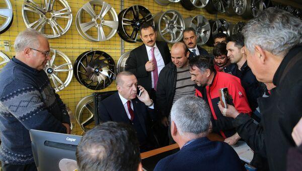 Cumhurbaşkanı Recep Tayyip Erdoğan Ankara'da lastikçi esnafı ile buluştu - Sputnik Türkiye