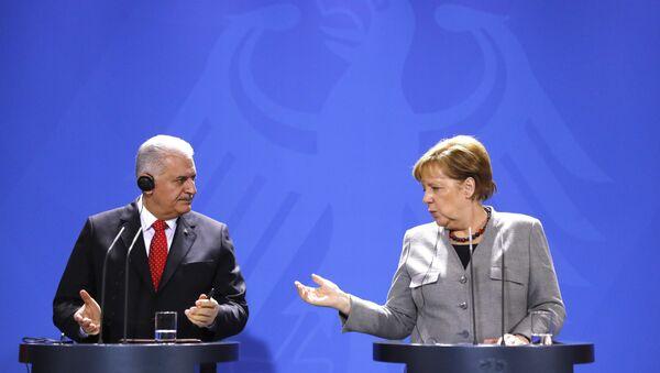 Berlin Merkel Yıldırım - Sputnik Türkiye