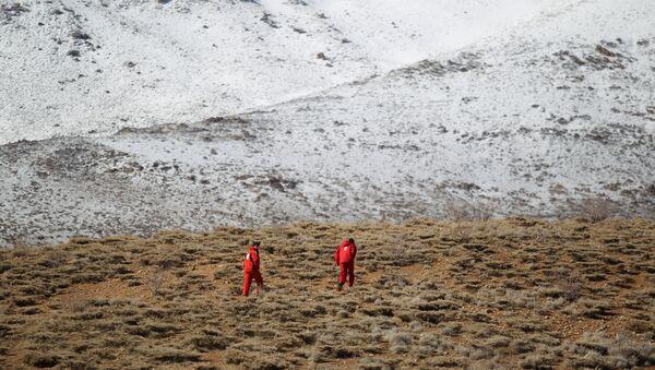 İran'da yolcu uçağının düştüğü bölgede yapılan arama çalışmaları - Sputnik Türkiye