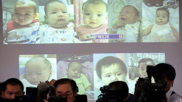 'Bebek fabrikası' lakabıyla anılan Japonya'dan 28 yaşındaki zengin işadamı Mitsutoki Shigeta'nın, spermlerini verdiği Tayland'daki taşıyıcı anneler tarafından dünyaya getirilen bebekler üzerinde babalık hakları olduğu kabul edildi. - Sputnik Türkiye