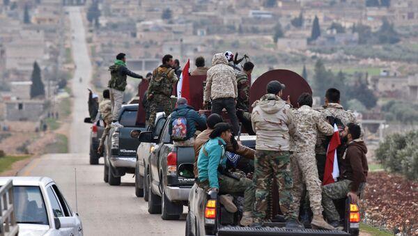 Suriye hükümet güçleri konvoy halinde Afrin'e giriş yapıyor.  20 Şubat 2018 - Sputnik Türkiye