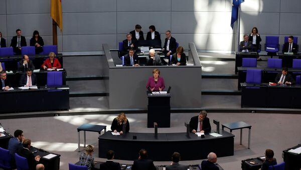 Alman meclisi Merkel - Sputnik Türkiye