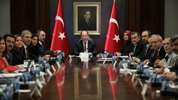 Başbakan Yardımcısı Recep Akdağ ve çocuk istismarının önlenmesine yönelik tedbirleri belirlemek üzere kurulan komisyon - Sputnik Türkiye