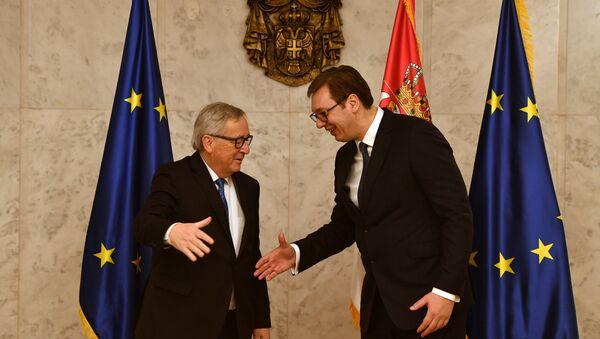 Avrupa Birliği (AB) Komisyonu Başkanı Jean-Claude Juncker ile Sırbistan Cumhurbaşkanı Aleksandar Vucic - Sputnik Türkiye