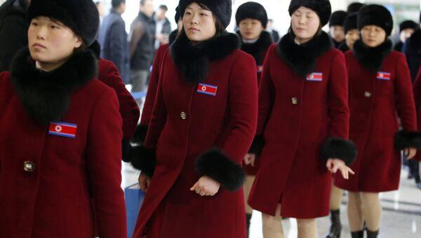 Kuzey Koreli Olimpik atletler PyeongChang Kış Olimpiyatları'nın ardından eve dönüş yolunda - Sputnik Türkiye