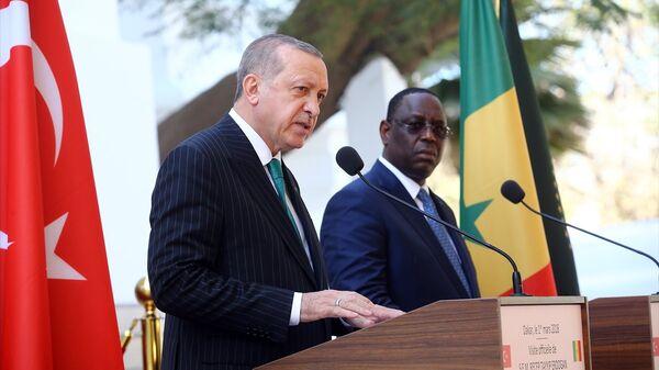 Senegal'e resmi ziyaret gerçekleştiren Cumhurbaşkanı Recep Tayyip Erdoğan, Senegal Cumhurbaşkanı Macky Sall ile Senegal Cumhuriyet Sarayı'nda ortak basın toplantısı düzenledi. - Sputnik Türkiye