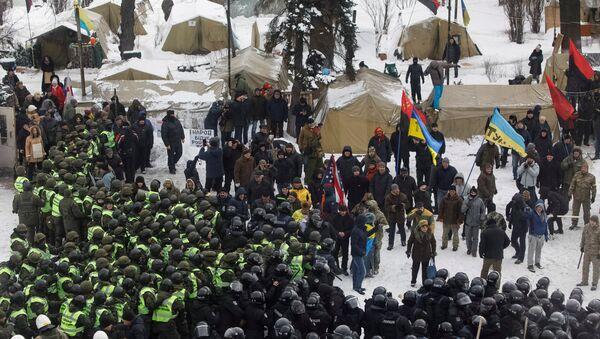 Ukrayna Parlamentosu önünde çadır kuran Saakaşvili destekçilerine müdahale - Sputnik Türkiye