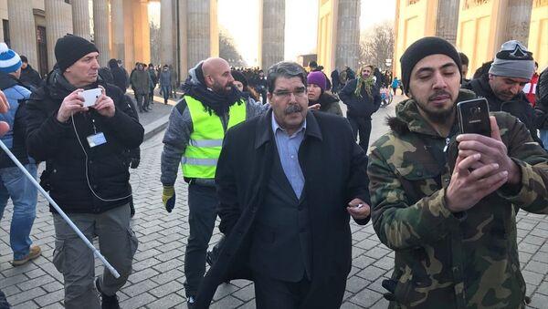 Salih Müslim Berlin'de mitinge katıldı - Sputnik Türkiye