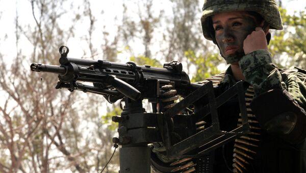 Çeşitli ülkelerin silahlı kuvvetlerinde kadın askerler - Sputnik Türkiye