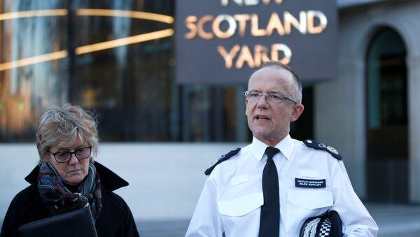 Londra Emniyet Müdür Yardımcısı Mark Rowley ile İngiltere Kamu Sağlığı İdaresi Başkanı Dame Sally Davies - Sputnik Türkiye
